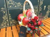 Quà 20/10 cho người yêu - táo đỏ - hoa hồng đỏ - FSNK171