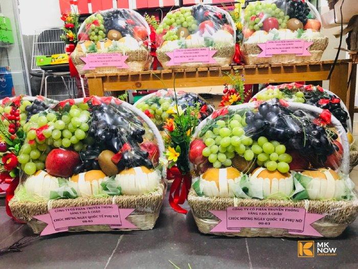 MKnow tất bật lên giỏ quà trái cây quà tặng ý nghĩa dịp 8/3 cho khách hàng - cung cấp số lượng lớn giỏ quá trái cây trong cùng 1 thời điểm