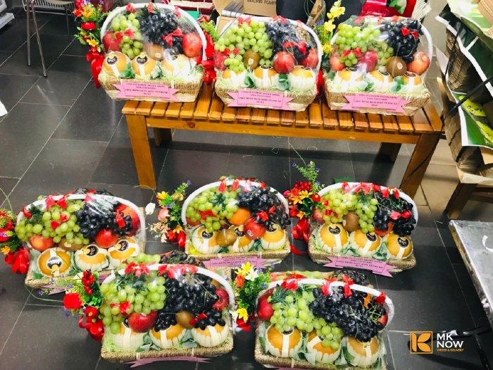 Đặt MKnow chuẩn bị giỏ quà trái cây cho bạn nhé!