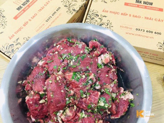 Gia vị nấu sốt vang được tẩm ướp với thịt bò