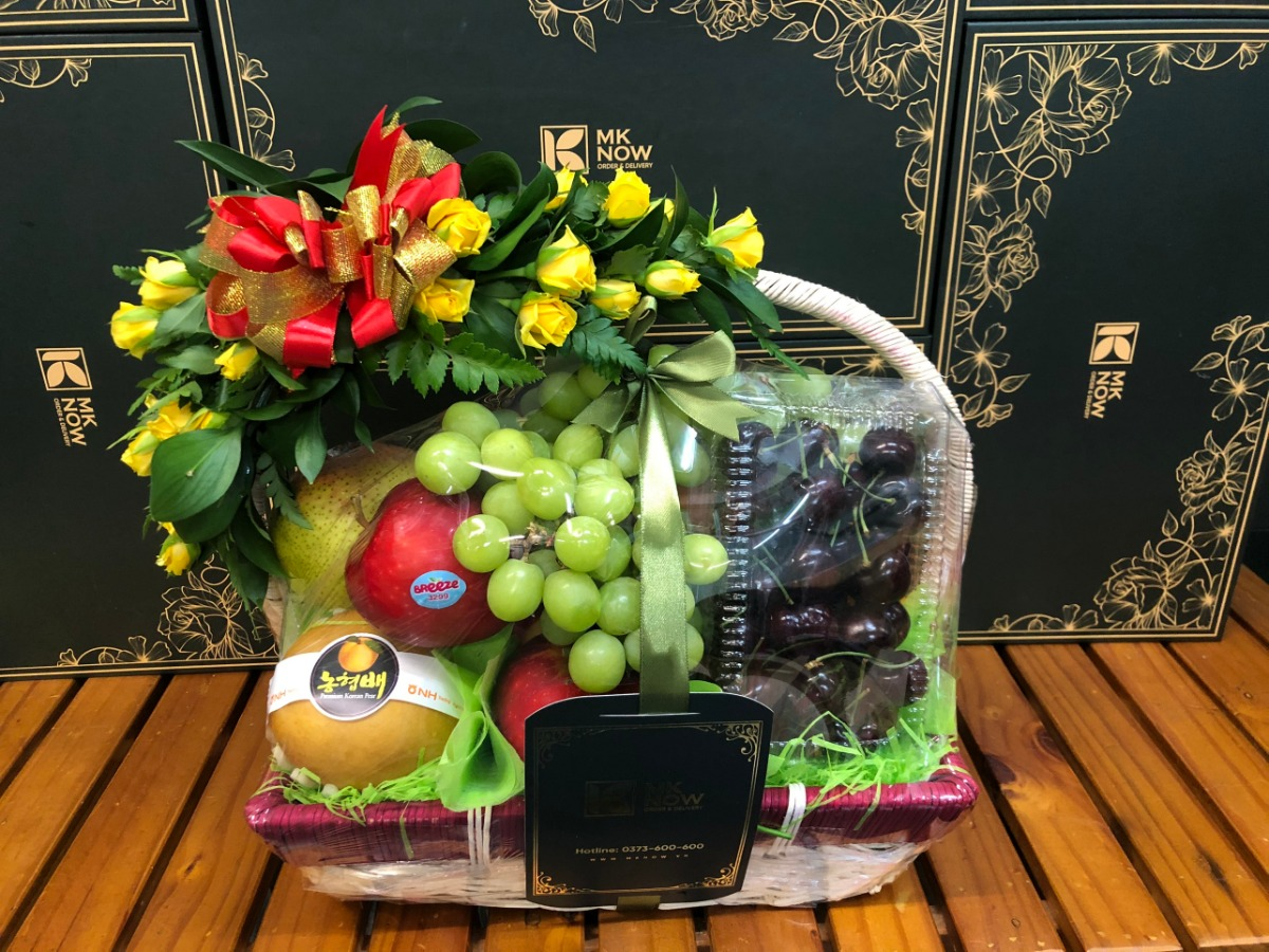 Giỏ trái cây đi biếu TPHCM - FSNK163