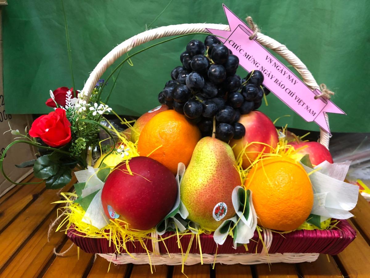 Giỏ trái cây 21/6 - quà tặng ý nghĩa ngày 21/6 tặng tập thể cơ quan báo chí