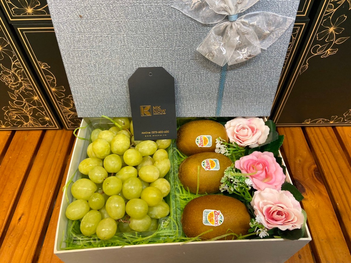 Hộp hoa quả tình yêu mix nho kiwi hoa hồng - FSNK192